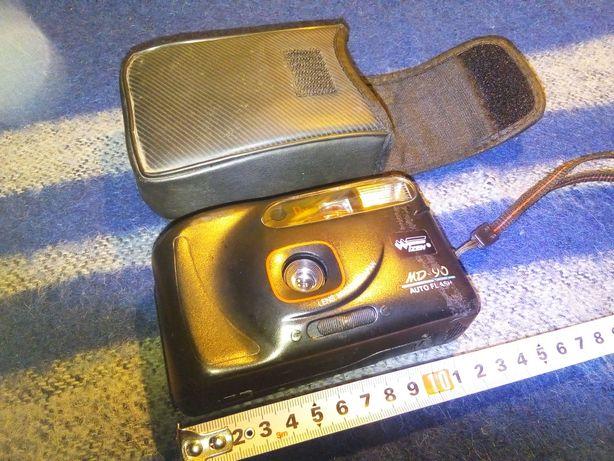Пленочный фотоапарат в чехле