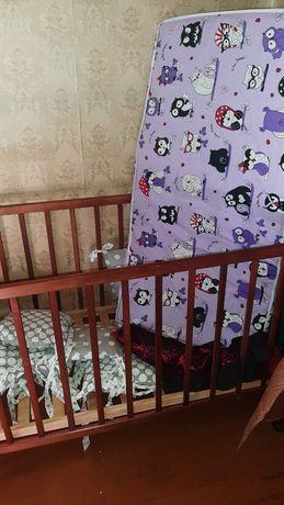 Детская кроватка и коляска в хорошем состоянии.