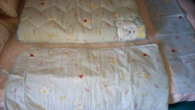 Conjunto cama grades bebé (edredon, protetor grades e travesseiro)