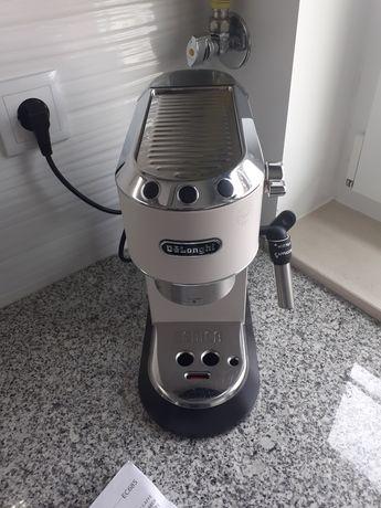 Maquina café Delonghi EC685W