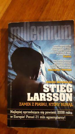 Stieg Larsson, Millenium, Zamek z piasku, który runą