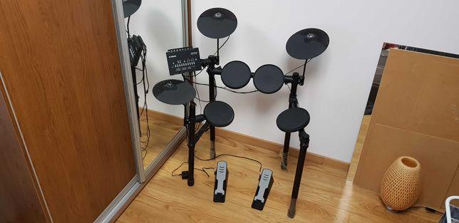 Perkusja elektroniczna Yamaha DTX402K + pałki