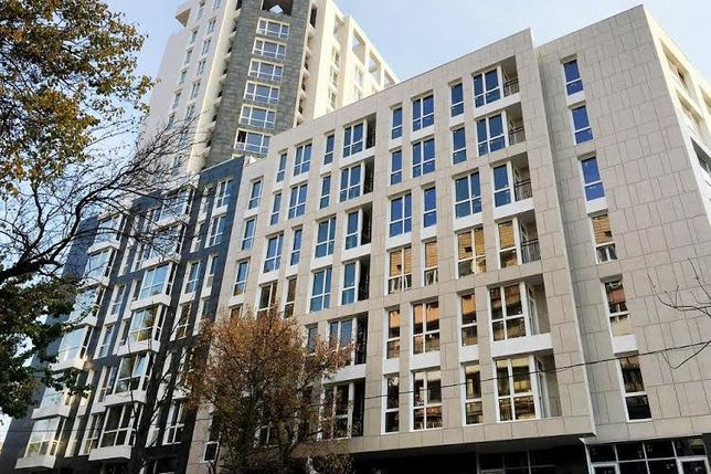 Продам 2 комн квартиру в новострое на Печерске 96 кв.м Лейпцигская 13