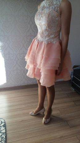 Piękna łososiowa sukienka