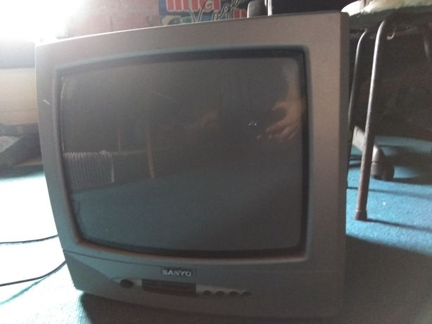 Vendo TV(Para despachar/precisar dinheiro)