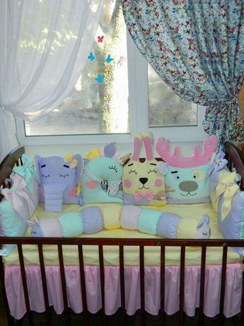 Бортики в детскую кроватку и конверт на выписку