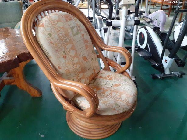Fotel bujany ratanowy
