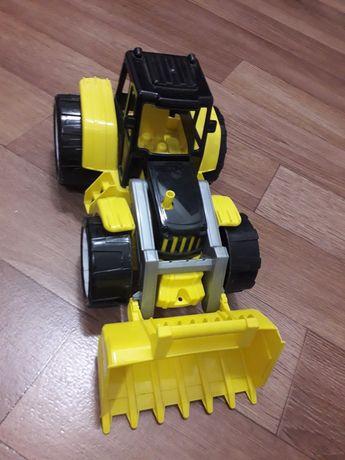 продам игрушки трактор и машинки металлические
