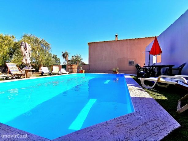 Moradia T3 isolada com piscina,anexos e garagem em Salvaterra de Magos