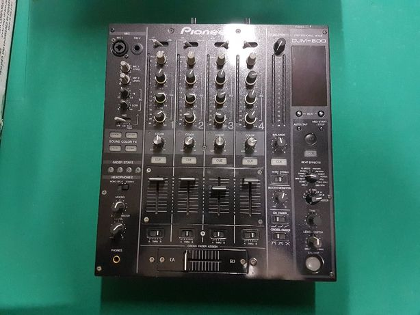 Pioneer DJM-800.