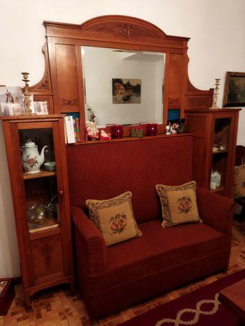 Movel antigo com sofá