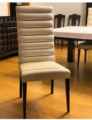 Cadeiras prateadas