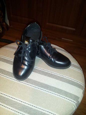 Продам туфли на девочку 31 размер