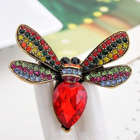 Broszka w kształcie owada motyl osa ćma żuk cyrkonie