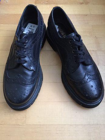 Продаю женские туфли Оксфорды