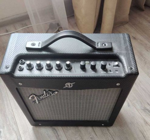 Комбоусилитель Fender Mustang 1 v1 20Вт