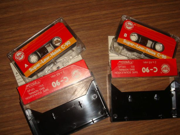 Kasety magnetofonowe z lat PRL-u z archiwalnymi nagraniami
