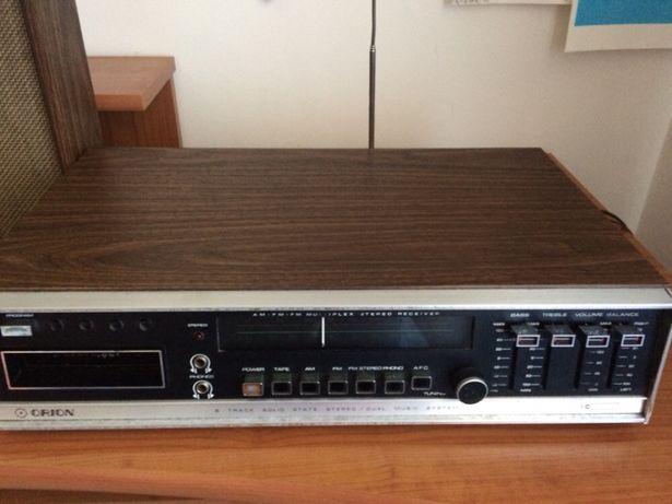 Rádio com 50 anos há funcionar com uma coluna