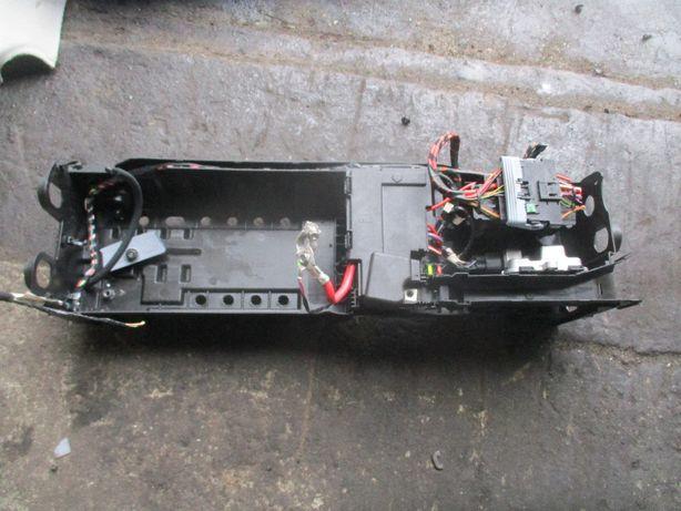Opel Astra K V 5 skrzynka obudowa postawa akumulatora Komplet