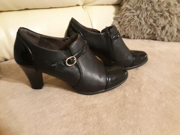 Buty damskie(półbuty)praktycznie nowe