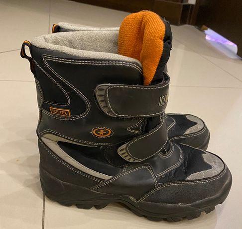 Buty zimowe chłopięce, długość wkładki 22cm.