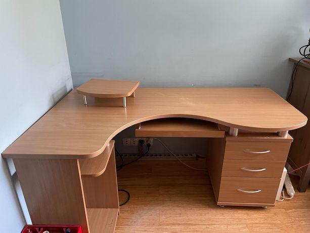 Duże narożne biurko z szufladami za 3 czekolady