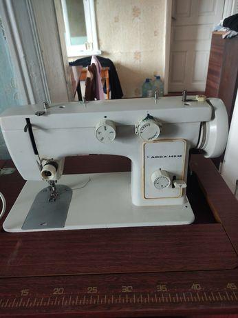 Машинка швейная Чайка 142 м