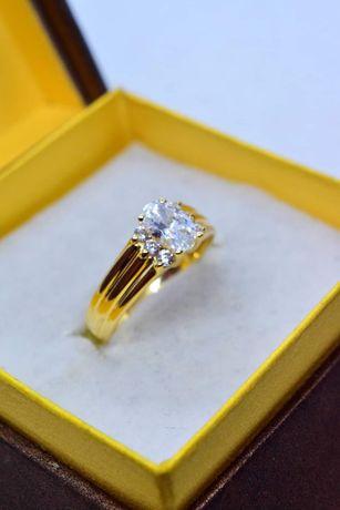 Piękny Złoty Pierścionek z Cyrkoniami HQ