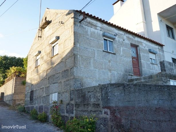 Moradia de granito em fase de acabamento na localidade Ar...