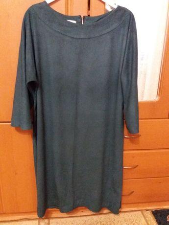 Сукня темно-зеленого кольору в гарному стані.Платя