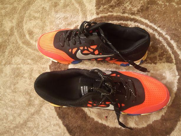 Кросівки Nike(куплені в Англії кросівки легкі та зручні)