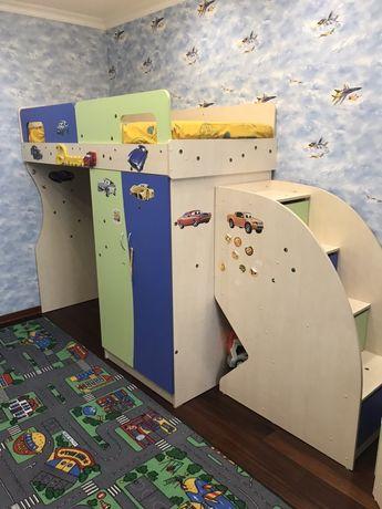 Детская спальня чердак двухъярусная кровать уголок