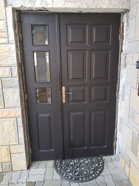 Zewnętrzne drzwi drewniane używane - jedno i dwuskrzydłowe