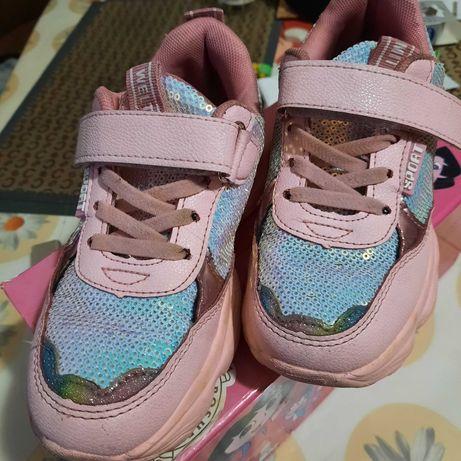 Детские стильные кроссовки для девочки