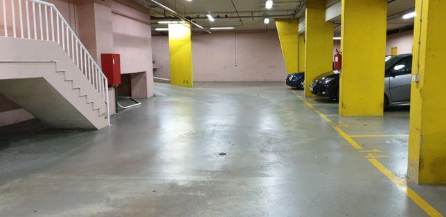 Vendo Estaciomento/Parqueamento, Hosp Pulido Valente/Metro