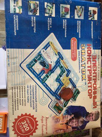 Продам электронный конструктор Знаток