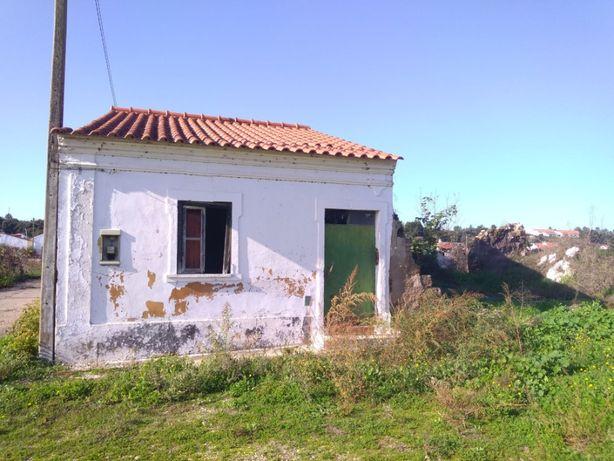 Casa para habitação - antigo moinho de água em ruínas
