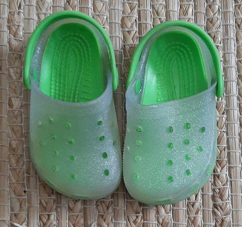 Crocs chicco tamanho 22