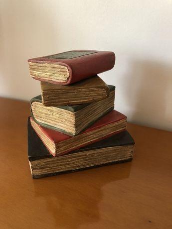 Vende-se apara livros