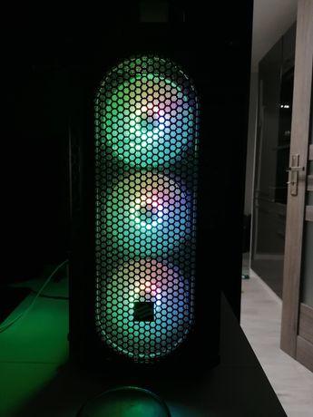 Komputer gamingowy.