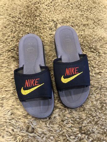 Легкие шлёпанцы Nike