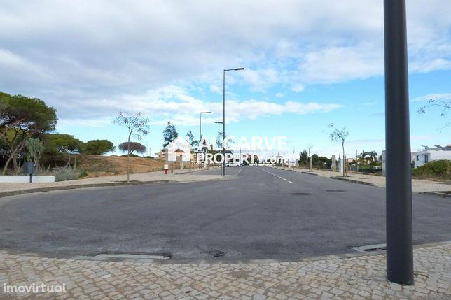 FARO - Terrenos p/ Construção de Apartamentos junto à cidade e à Praia