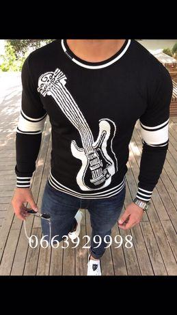 Крутой мужской свитер с электро гитарой чёрный приталенный рок
