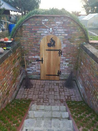 Piwniczka betonowa ziemianka ogrodowa piwnica schron półokrągła schody