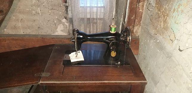 Zabytkowa maszyna do szycia SINGER