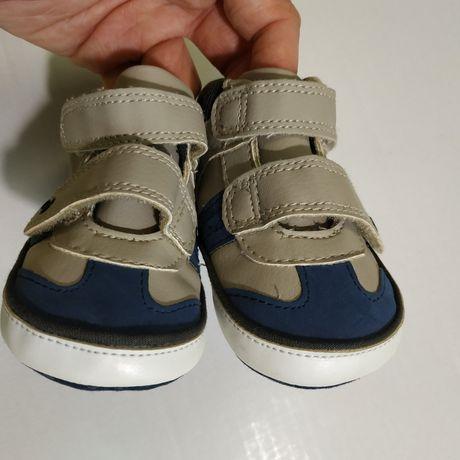 Пакет вещей для мальчика. Топики, первая обувь.