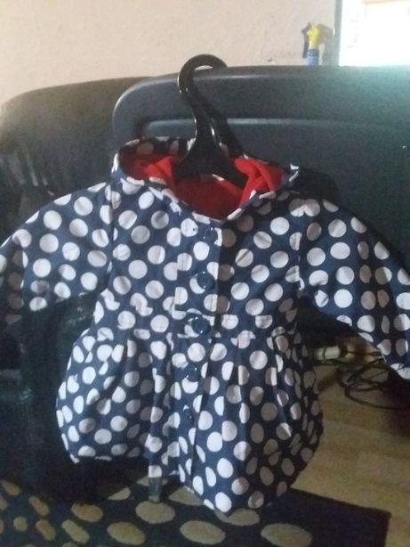 Куртка на девочку на 9-12 месяцев.