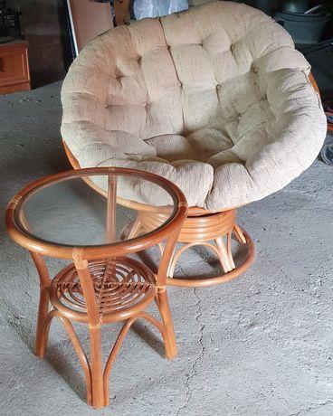 Fotel ratanowy ze stolikiem kawowym