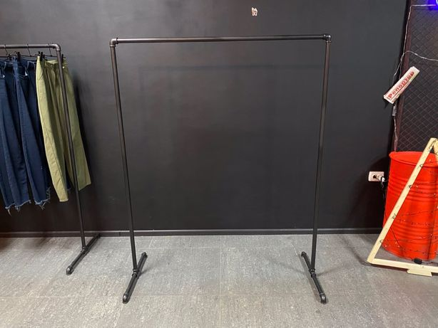 Вешалка для одежды в стиле лофт