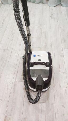 Продам пылесос моющий с аквафильтром Bosch BWD41740 почти новый